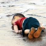 Un bambino in riva al mare - Editoriali